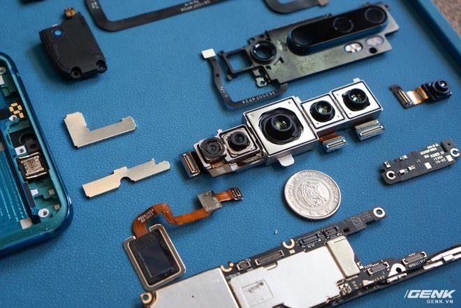 Mổ bụng Xiaomi Mi Note 10: Viên pin chiếm hơn phân nửa diện tích nội thất, cụm camera 108 MP khá to, cảm biến vân tay dưới màn hình rất mỏng - Ảnh 11.