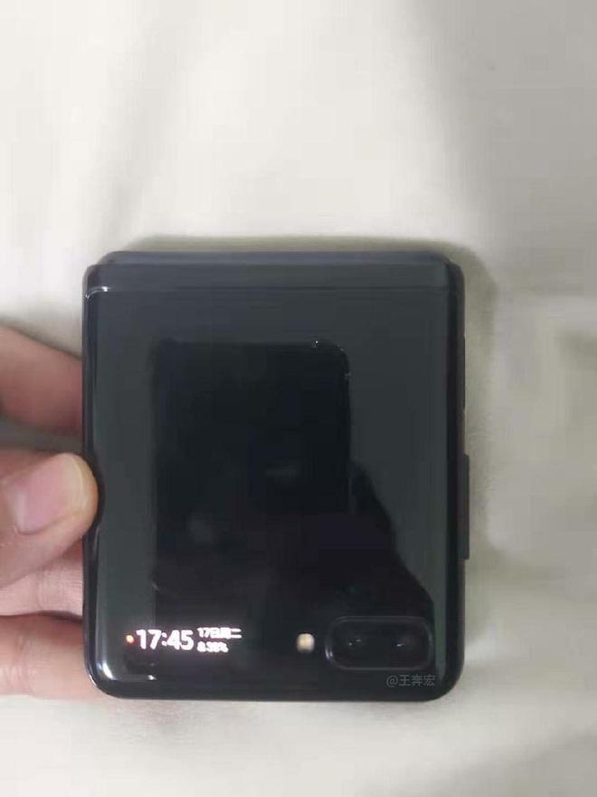 Lộ diện hình ảnh thực tế của smartphone màn hình gập giá rẻ Samsung, không phải là Galaxy Fold 2? - Ảnh 5.