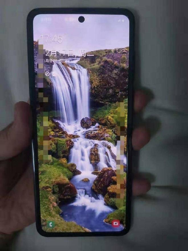 Lộ diện hình ảnh thực tế của smartphone màn hình gập giá rẻ Samsung, không phải là Galaxy Fold 2? - Ảnh 4.