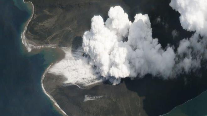 Nghiên cứu mới: Vụ phun trào núi lửa Indonesia năm 2018 đã tạo ra sóng thần cao ít nhất 100 m - Ảnh 1.