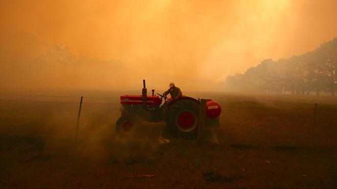 Úc: Giữa lúc nắng nóng kéo dài do biến đổi khí hậu, bác nông dân xui xẻo còn bị kẻ gian cuỗm mất 300.000 lít nước sạch - Ảnh 2.