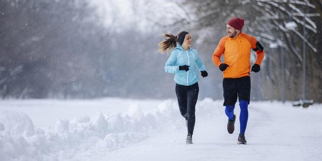 Bí quyết sống khỏe của người Nhật: Tập thể dục vào mùa đông - Ảnh 1.