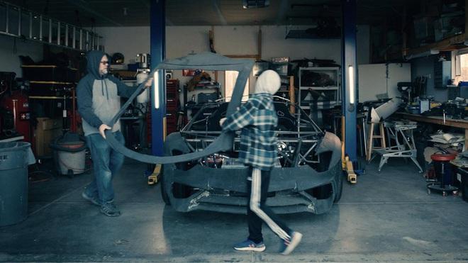 Tự chế siêu xe Lamborghini cho con bằng máy in 3D, ông bố được gửi tặng luôn một chiếc Aventador S mới cứng nhân dịp Giáng sinh - Ảnh 3.