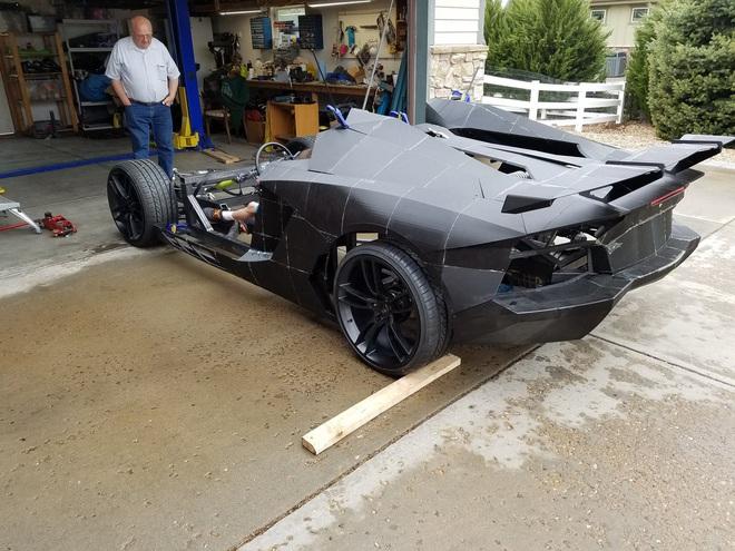 Tự chế siêu xe Lamborghini cho con bằng máy in 3D, ông bố được gửi tặng luôn một chiếc Aventador S mới cứng nhân dịp Giáng sinh - Ảnh 4.