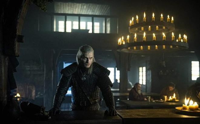 7 bí mật của witcher Henry Cavill: Mặt dày gọi liên tục cho Netflix để được casting, cứ quay phim xong là vác luôn trang phục Geralt về nhà mặc cho nó ngầu - Ảnh 7.