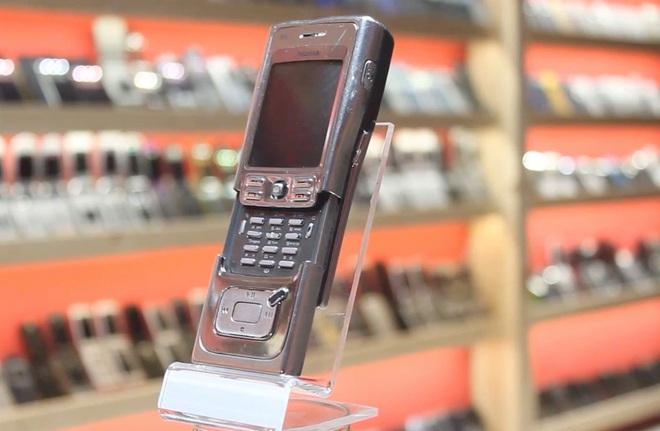 Nhìn lại Nokia N91: Điện thoại dân chơi lừng lẫy một thời - Ảnh 1.
