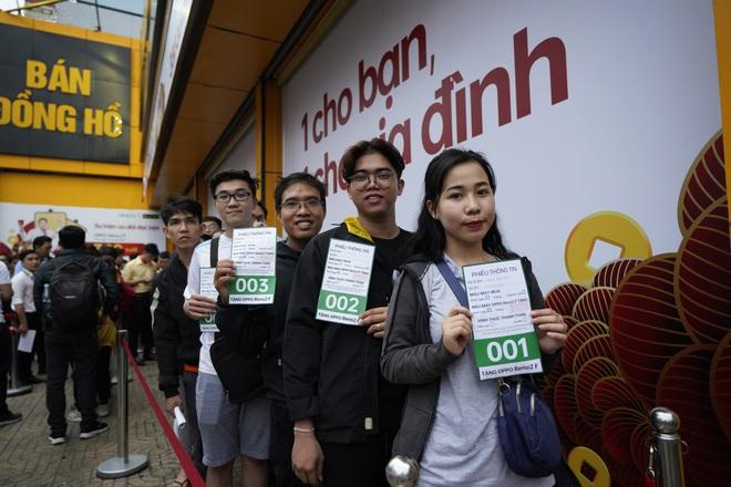 Oppo khuyến mãi mua 1 tặng 1, người Việt tranh thủ kiếm lời - Ảnh 2.