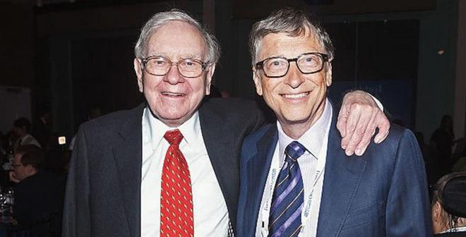 """Warren Buffett từng cố """"gạ"""" Bill Gates bỏ 370 triệu đô la mua nhẫn đính hôn từ công ty bán trang sức của ông - Ảnh 1."""