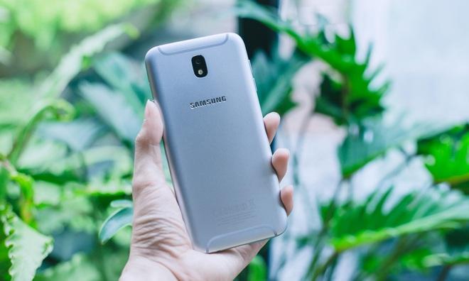 Mải nhìn Galaxy S/Note, đừng bỏ quên những lần đi đầu về công nghệ trong phân khúc của Galaxy J/A - Ảnh 2.