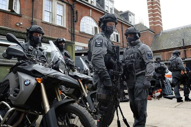 Cảnh sát đặc nhiệm chống khủng bố London được trang bị những loại vũ khí gì? - Ảnh 4.