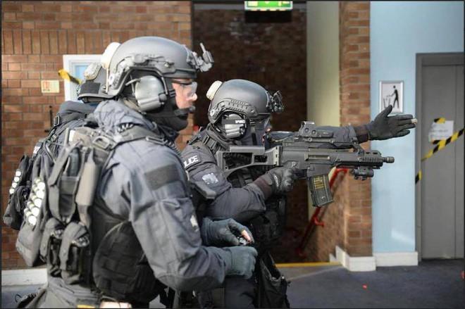 Cảnh sát đặc nhiệm chống khủng bố London được trang bị những loại vũ khí gì? - Ảnh 7.