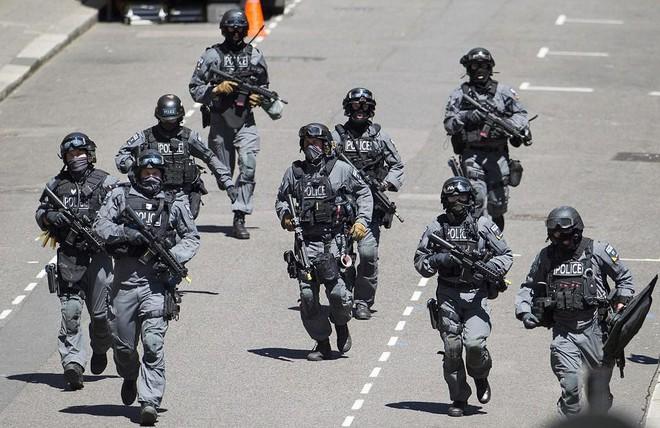 Cảnh sát đặc nhiệm chống khủng bố London được trang bị những loại vũ khí gì? - Ảnh 1.
