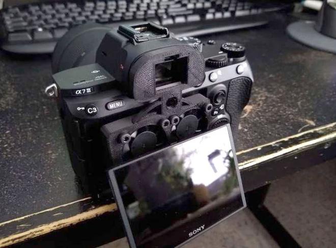 Sáng tạo bất đắc dĩ: Chế quạt tản nhiệt để chống nóng cho máy ảnh Sony - Ảnh 4.