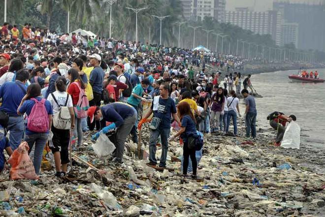 Tin tốt đầu năm mới: 5000 TNV chung tay dọn sạch 45 tấn rác để trả lại vẻ đẹp vốn có của vịnh Manila sau hàng chục năm ô nhiễm - Ảnh 5.