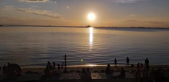 Tin tốt đầu năm mới: 5000 TNV chung tay dọn sạch 45 tấn rác để trả lại vẻ đẹp vốn có của vịnh Manila sau hàng chục năm ô nhiễm - Ảnh 9.