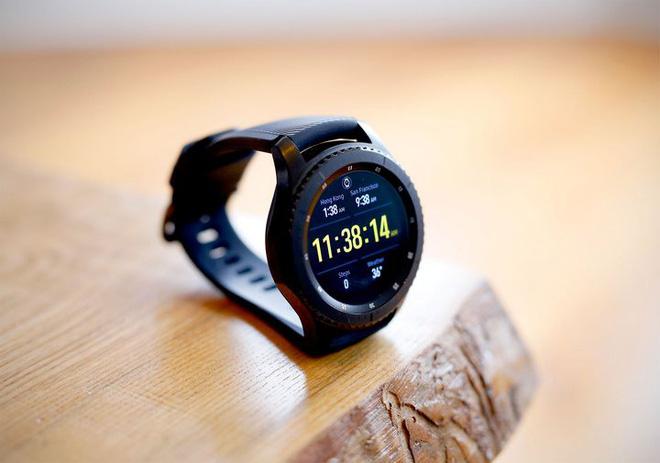 Samsung Galaxy Watch Active sẽ không còn vòng xoay, dày hơn trước và dùng bộ sạc mới? - Ảnh 2.