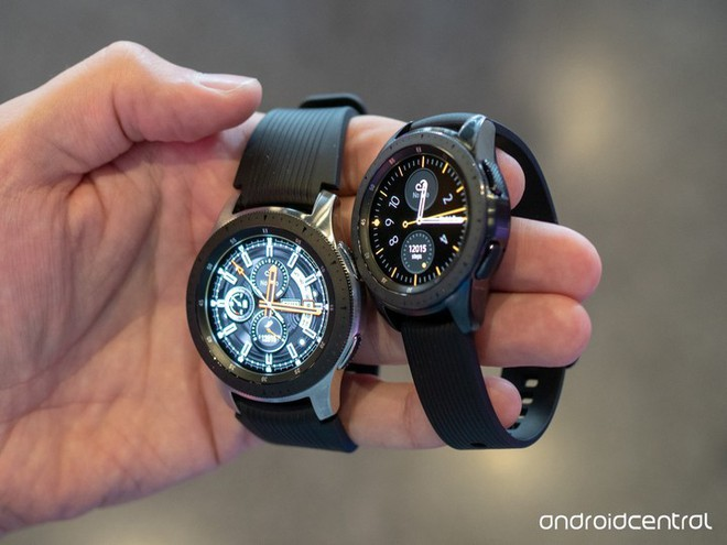 Samsung Galaxy Watch Active sẽ không còn vòng xoay, dày hơn trước và dùng bộ sạc mới? - Ảnh 1.
