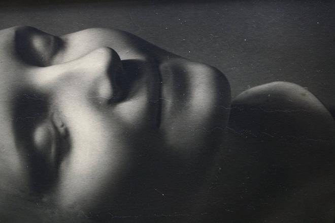 Đọc cuối tuần: Cái chết của một cô gái vô danh ở Paris đã dạy chúng ta: Sự sống có thể truyền lại qua những nụ hôn - Ảnh 10.