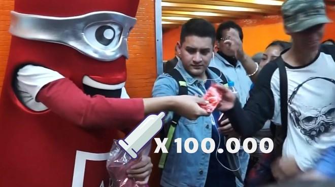 Mexico phát miễn phí 100.000 bao cao su để người dân vui Lễ Tình nhân một cách an toàn - Ảnh 1.