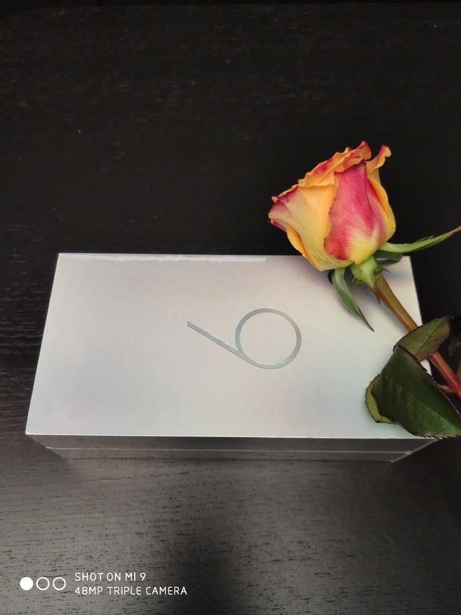 Sếp Xiaomi tuyên bố Mi 9 có cằm mỏng nhất phân khúc giá dưới 14 triệu, có thêm phiên bản màu bạc sang trọng và phụ kiện ốp lưng Alita độc đáo - Ảnh 4.
