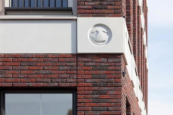 Tòa nhà độc đáo được trang trí ngoại thất bằng 22 biểu tượng emoji tại Hà Lan - Ảnh 6.