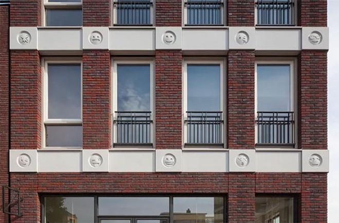 Tòa nhà độc đáo được trang trí ngoại thất bằng 22 biểu tượng emoji tại Hà Lan - Ảnh 7.