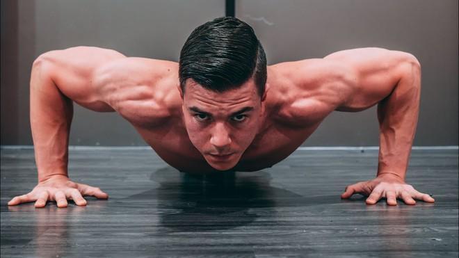 Đàn ông không chống đẩy nổi 10 cái có nguy cơ mắc bệnh tim mạch cao - Ảnh 2.
