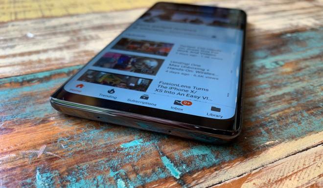Cận cảnh Meizu Zero: vẫn có lỗ dù được mệnh danh là smartphone không lỗ đầu tiên trên thế giới - Ảnh 3.