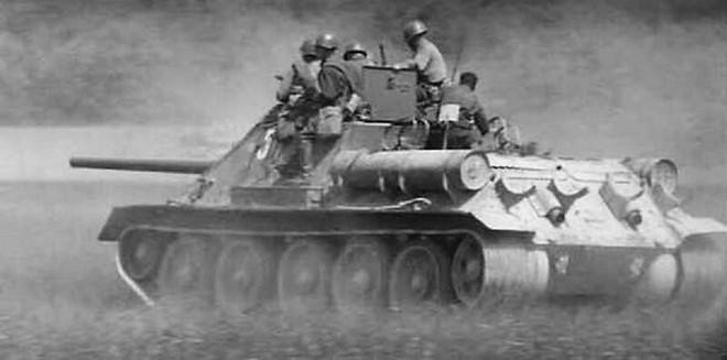 [Vietsub] Tìm hiểu về SU-100 - pháo tự hành chống tăng tốt nhất Thế chiến II mà đến giờ Việt Nam, Triều Tiên vẫn dùng - Ảnh 3.