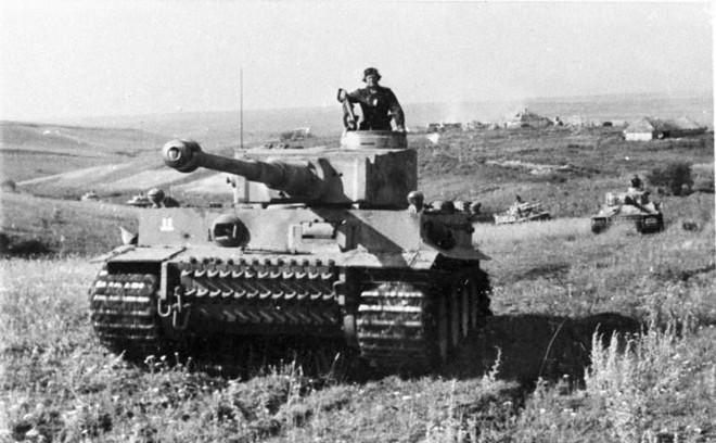 [Vietsub] Tìm hiểu về SU-100 - pháo tự hành chống tăng tốt nhất Thế chiến II mà đến giờ Việt Nam, Triều Tiên vẫn dùng - Ảnh 1.