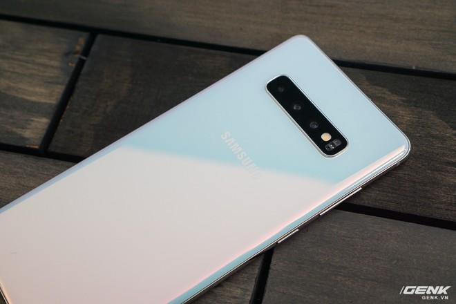 Trên tay Galaxy S10 và S10+: Bước ngoặt mới trong thiết kế smartphone - Ảnh 20.