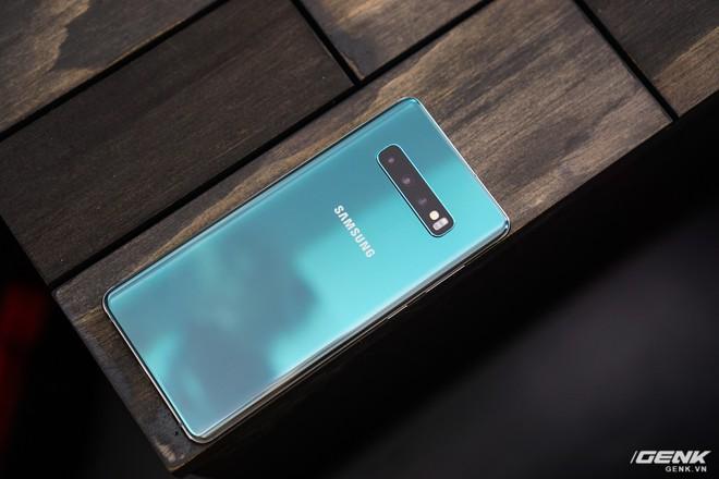 Trên tay Galaxy S10 và S10+: Bước ngoặt mới trong thiết kế smartphone - Ảnh 21.