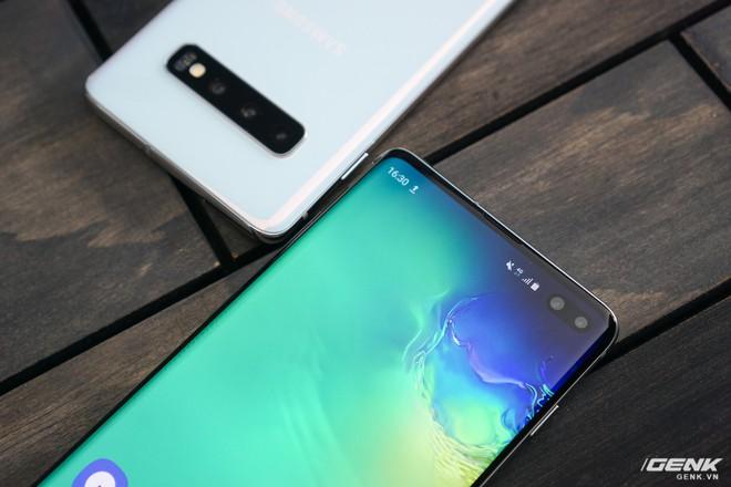 Trên tay Galaxy S10 và S10+: Bước ngoặt mới trong thiết kế smartphone - Ảnh 25.