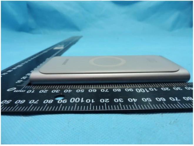 Sạc dự phòng không dây của Samsung lộ diện, dung lượng 10.000mAh, ra mắt cùng Galaxy S10 - Ảnh 2.