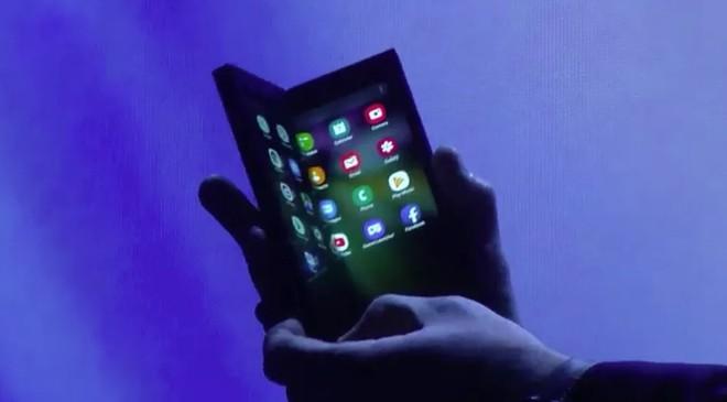Không phải Galaxy X hay Galaxy F mà Galaxy Fold mới là tên gọi chính thức của chiếc smartphone màn hình gập Samsung - Ảnh 1.