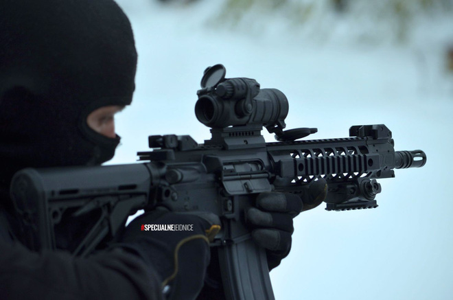 Cảnh sát đặc nhiệm chống khủng bố London được trang bị những loại vũ khí gì? - Ảnh 12.