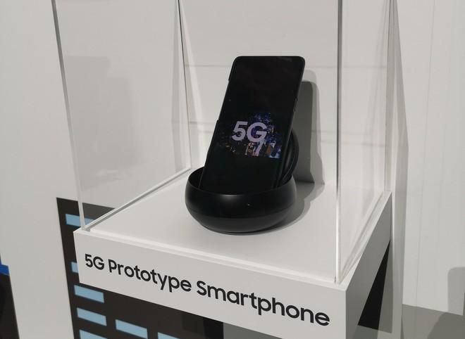 Cùng là smartphone màn hình gập, nhưng Samsung khác hoàn toàn Huawei - Ảnh 3.