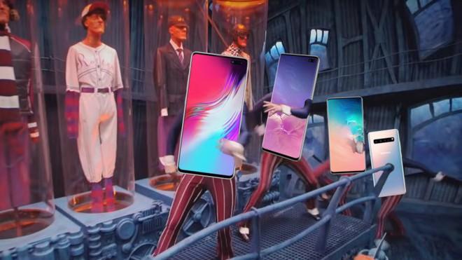 """Samsung khéo léo che đi """"nốt ruồi"""" trên màn hình Galaxy S10 bằng hình nền - Ảnh 1."""