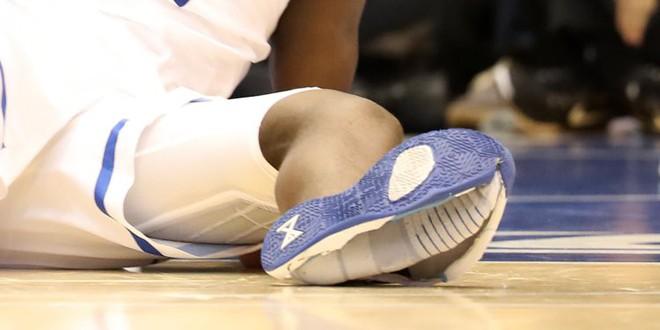 Cổ phiếu của Nike bốc hơi 3 tỷ USD sau khi giày của một hảo thủ bóng rổ nổ toạc trên sân gây chấn thương - Ảnh 2.