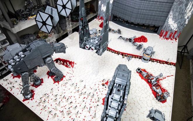 Hơn 100.000 mảnh LEGO được sử dụng để dựng nên mô hình trận chiến Crait trong Star Wars: The Last Jedi - Ảnh 3.