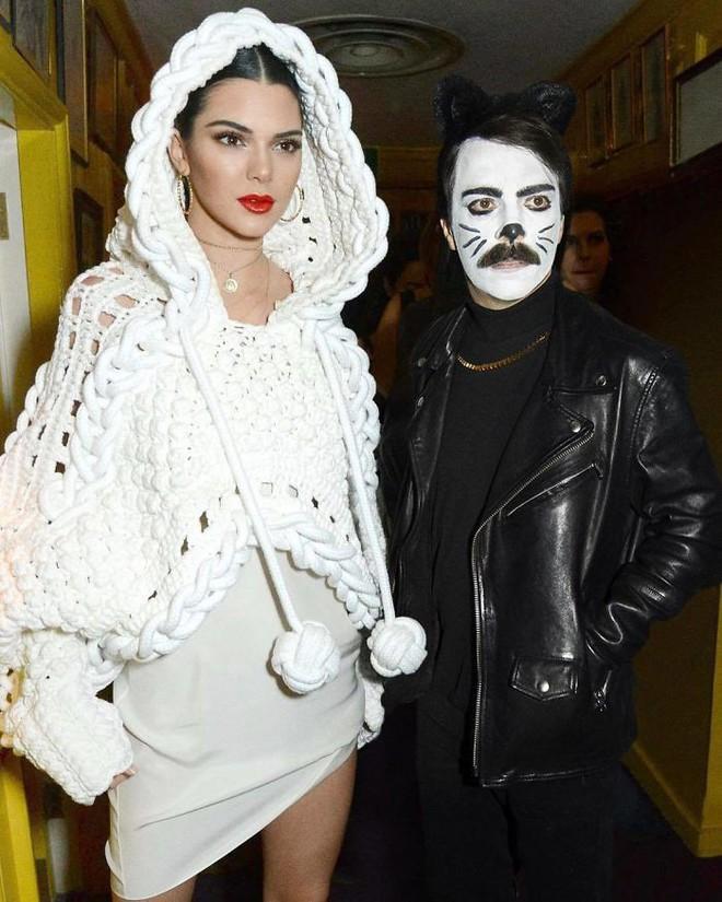 Biết là ảnh Photoshop, Internet vẫn ghen tỵ vì anh này được dắt tay Kendall Jenner đi chơi khắp nơi - Ảnh 9.