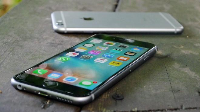 Nhìn vào quá khứ, bạn sẽ hiểu vì sao Apple vẫn sẽ tiếp tục bình chân như vại trước Galaxy Fold hay Mate X - Ảnh 1.