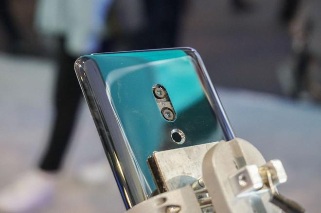 [MWC 2019] Chả ai thèm để ý tới chiếc smartphone không lỗ được Meizu đem ra trưng bày - Ảnh 4.