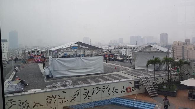 Chất như ekip Đài MBCNews Hàn Quốc chọn địa điểm dẫn bản tin thời sự tại Hà Nội - Ảnh 1.