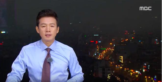 Chất như ekip Đài MBCNews Hàn Quốc chọn địa điểm dẫn bản tin thời sự tại Hà Nội - Ảnh 8.