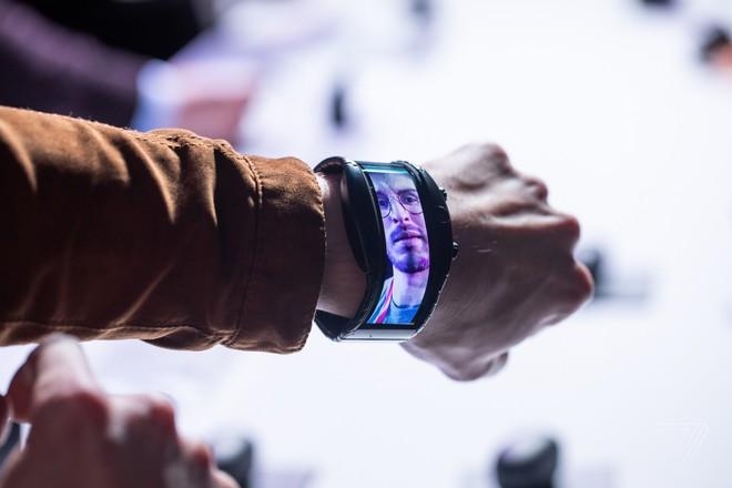 [MWC 2019] Nubia ra mắt smartphone màn hình gập có thể biến thành smartwatch, giá từ 12 triệu đồng - Ảnh 4.