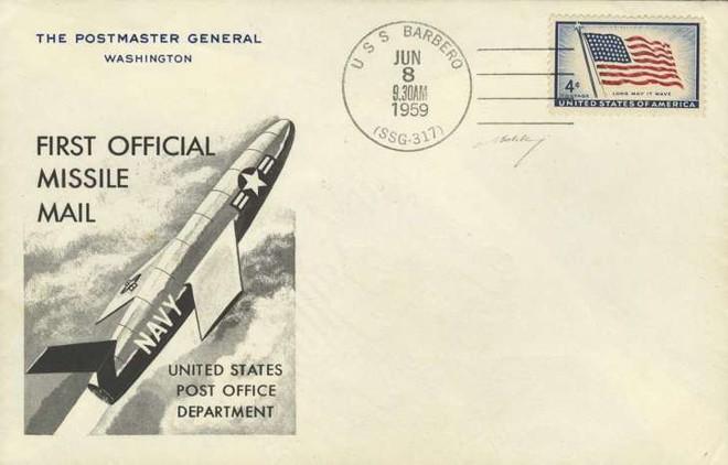 Bi hài chuyện bưu chính Mỹ cố gắng gửi thư bằng tên lửa - Ảnh 1.