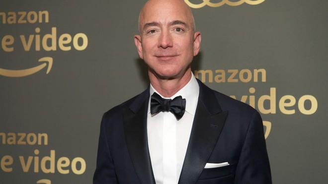 CEO Amazon Jeff Bezos bị báo Mỹ dọa tung ảnh nóng cùng bạn gái - Ảnh 2.