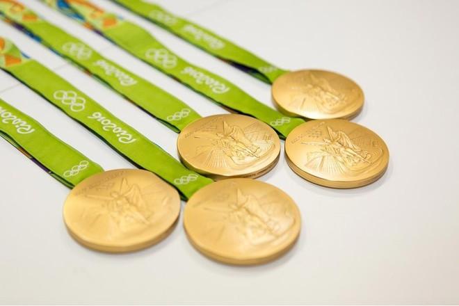 Tin vui cho môi trường: toàn bộ huy chương của Olympic 2020 sẽ được làm từ các vật dụng tái chế - Ảnh 1.