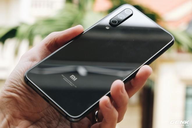 Trên tay Xiaomi Mi 9 SE: 8 triệu có Snapdragon 712, 3 camera, cảm biến vân tay dưới màn hình - Ảnh 7.